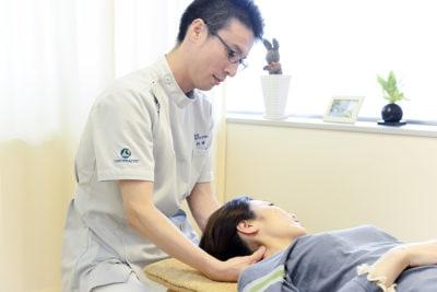 首の歪み調整施術の写真