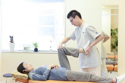 初回検査(膝関節の可動域検査)の写真
