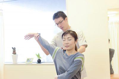 初回検査(肩関節の可動域検査)の写真