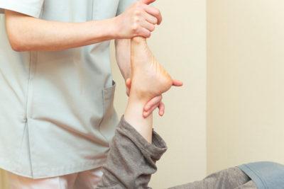 足関節の歪み調整の写真